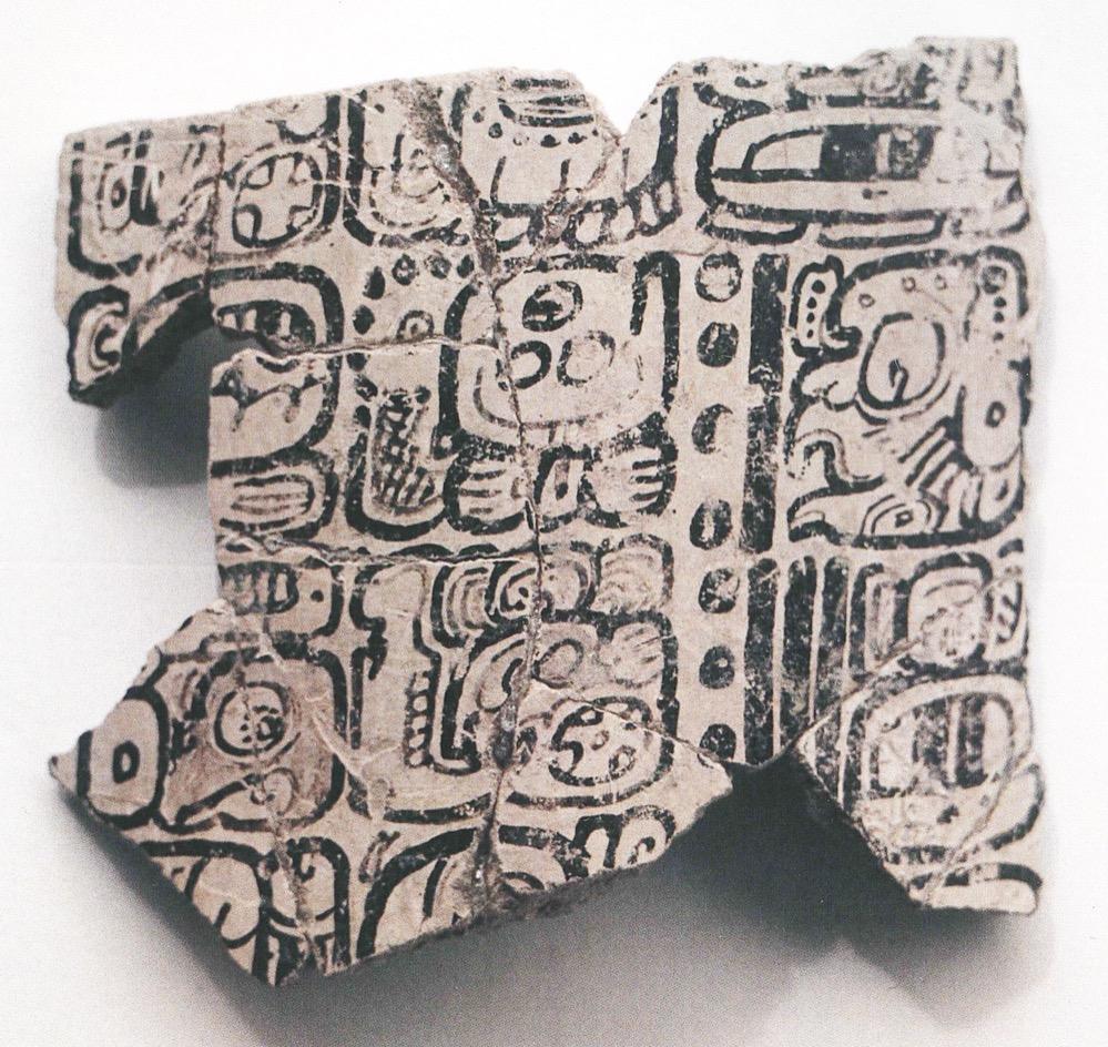 Encuentran en Belice un vaso de cerámica con uno de los textos precolombinos más largos de América Central