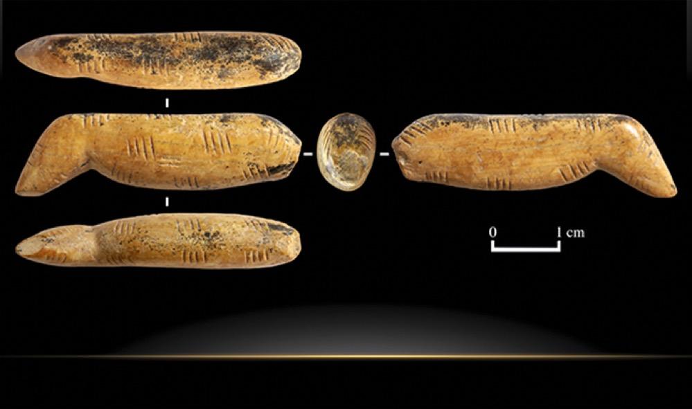 Descubren en la Cueva de Denísova la estatuilla de animal más antigua del mundo