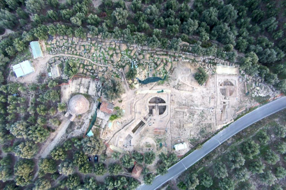 Arqueólogos encuentran tumbas de la Edad de Bronce recubiertas de oro cerca del Palacio de Néstor en Grecia