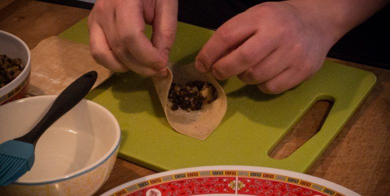 Pour refermer pincez les bords et tournez le ravioli.
