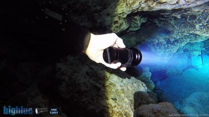 Plongée souterraine et éclairage avec la Lampe de plongée Bigblue TL4800P