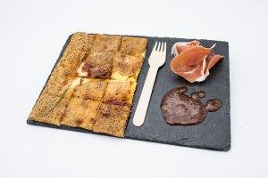 présentation galette ardoise La Cabane du Breton Crêperie Restaurant à Arcachon