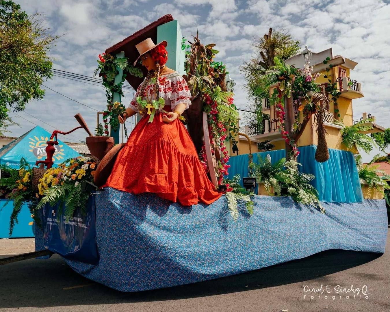 Carro alegórico - Desfile de las Mil Polleras 2020