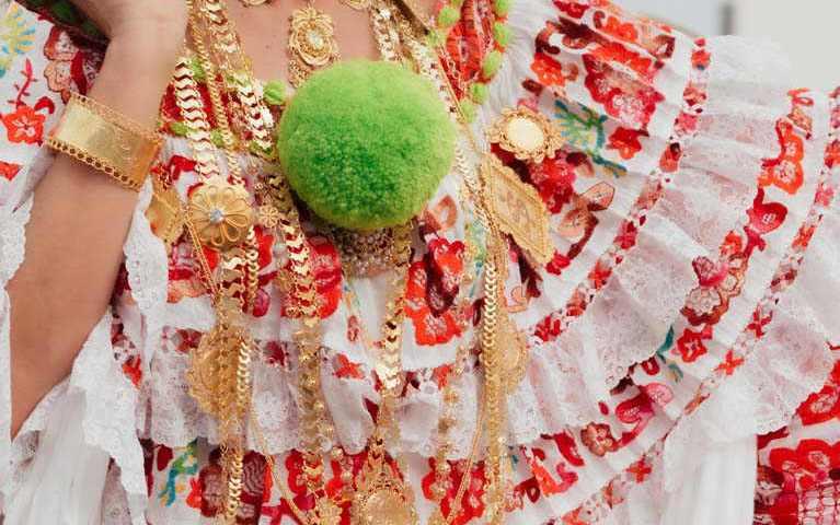 Desfile de las Mil Polleras 2020 - Pollera de lujo con diseños bordados