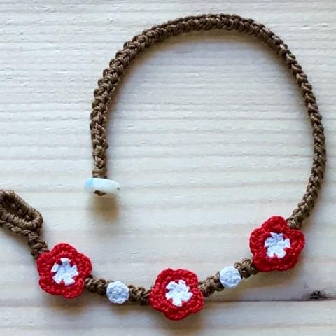 Braunes Armband mit Blume Feuerrot