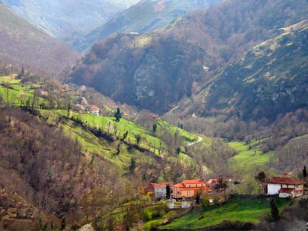 Entorno alojamiento casa rural La Carrozal Asturias Teverga