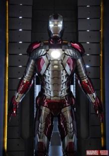 iron-man-3-hall-of-armor-5
