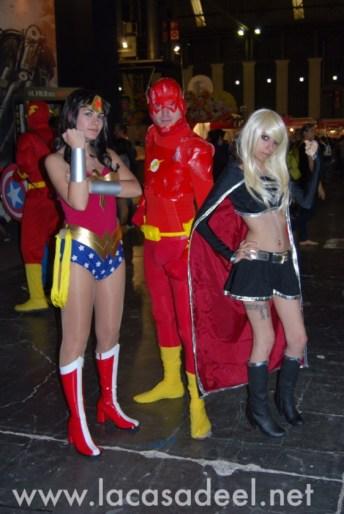 Cosplayers Flash Wonder Woman Salón Cómic Barcelona