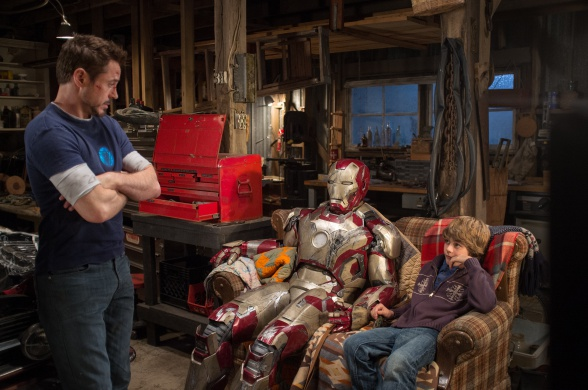 Iron Man 3 - Robert Downey Jr. y Ty Simpkins