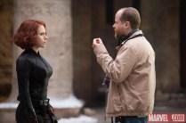 Joss Whedon da instrucciones a Scarlett Johansson