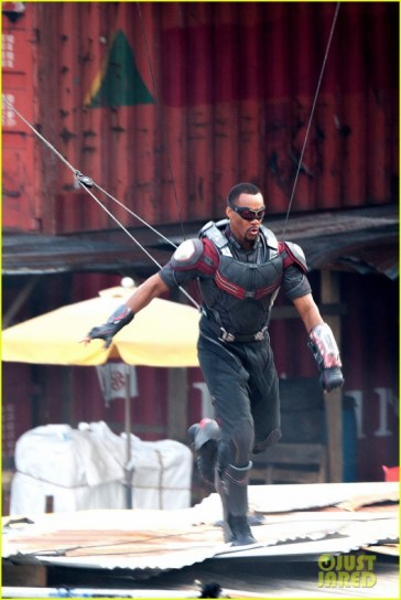 chris-evans-anthony-mackie-get-to-action-captain-america-civil-war-17