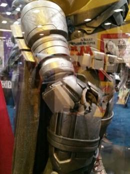batman-v-superman-armor-comic-con-image1-450x600