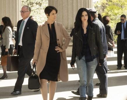 Krysten Ritter y Carrie-Anne Moss en 'Jessica Jones'