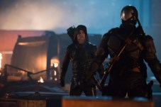 green-arrow-legends-of-tomorrow-2