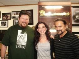 Carolina Jiménez con Gino Acevedo y Tom Savini