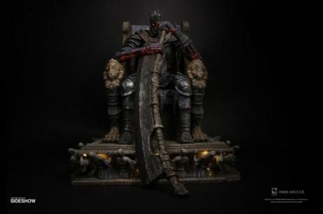 yhorm-on-throne_dark-souls_gallery_5dfd00c9e95b6
