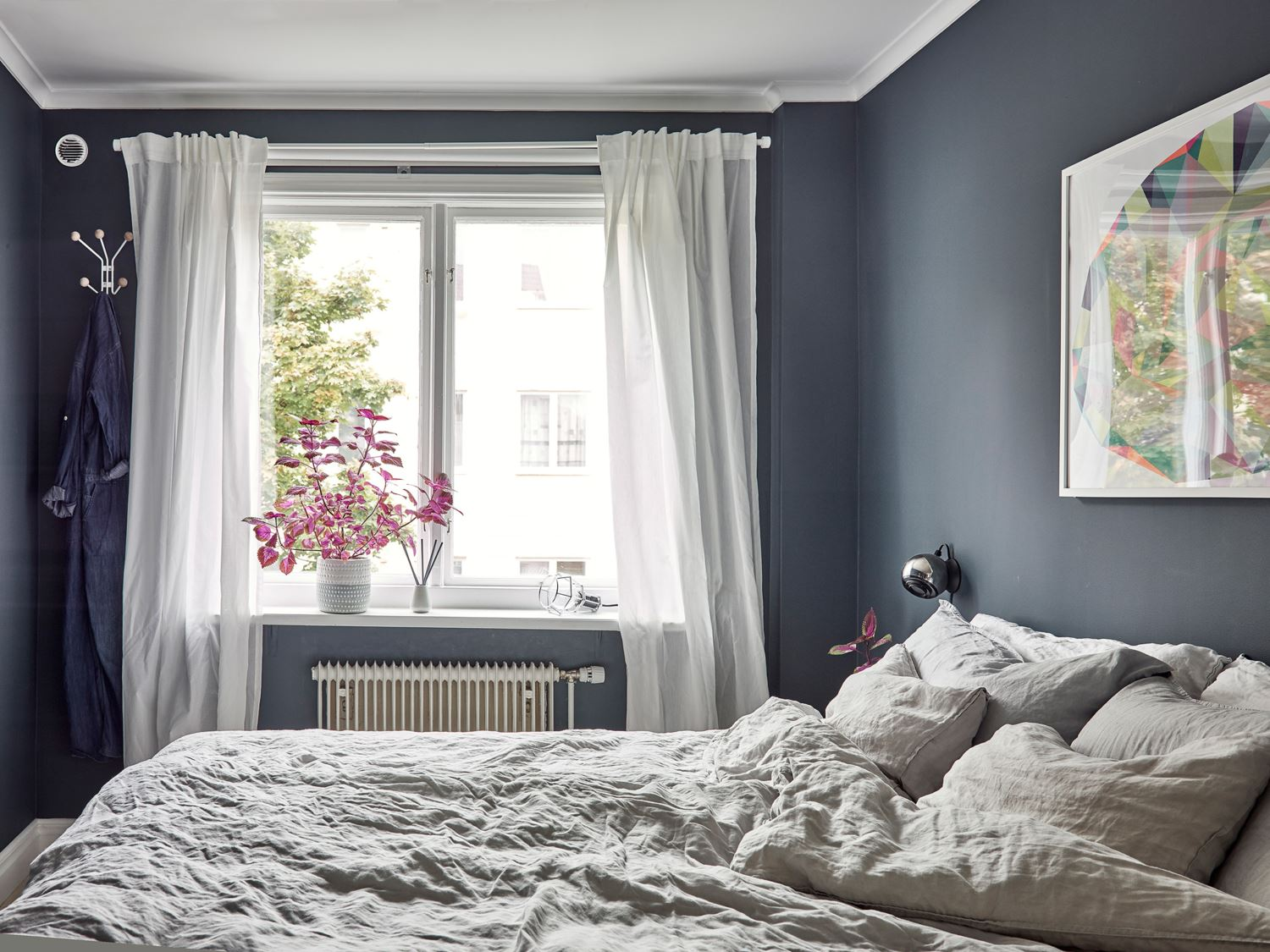Metal, pink and blue palette in a Scandinavian decoration 10