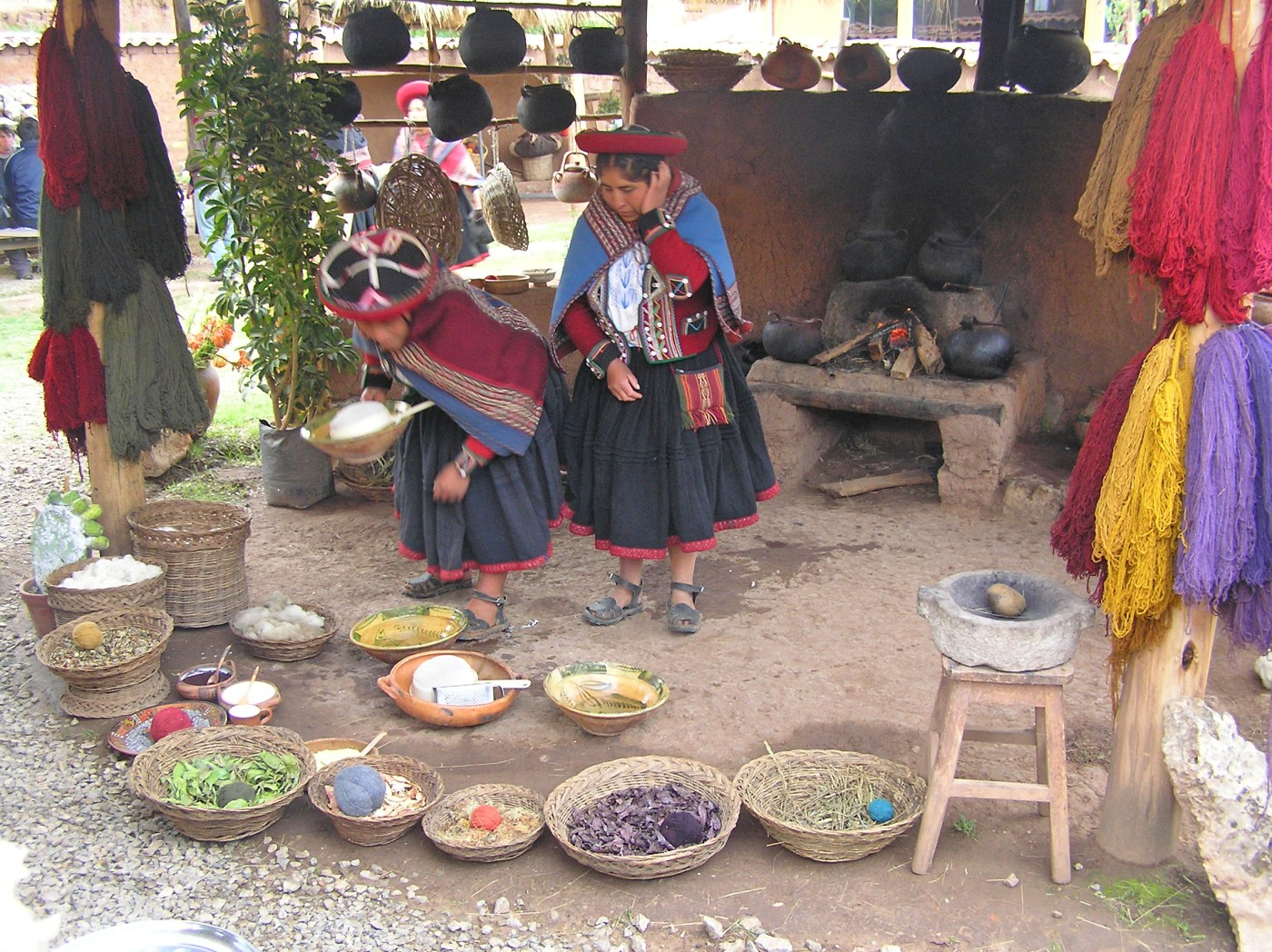Peruvian-frazadas-traditional-ethnic-textiles-for-home 02