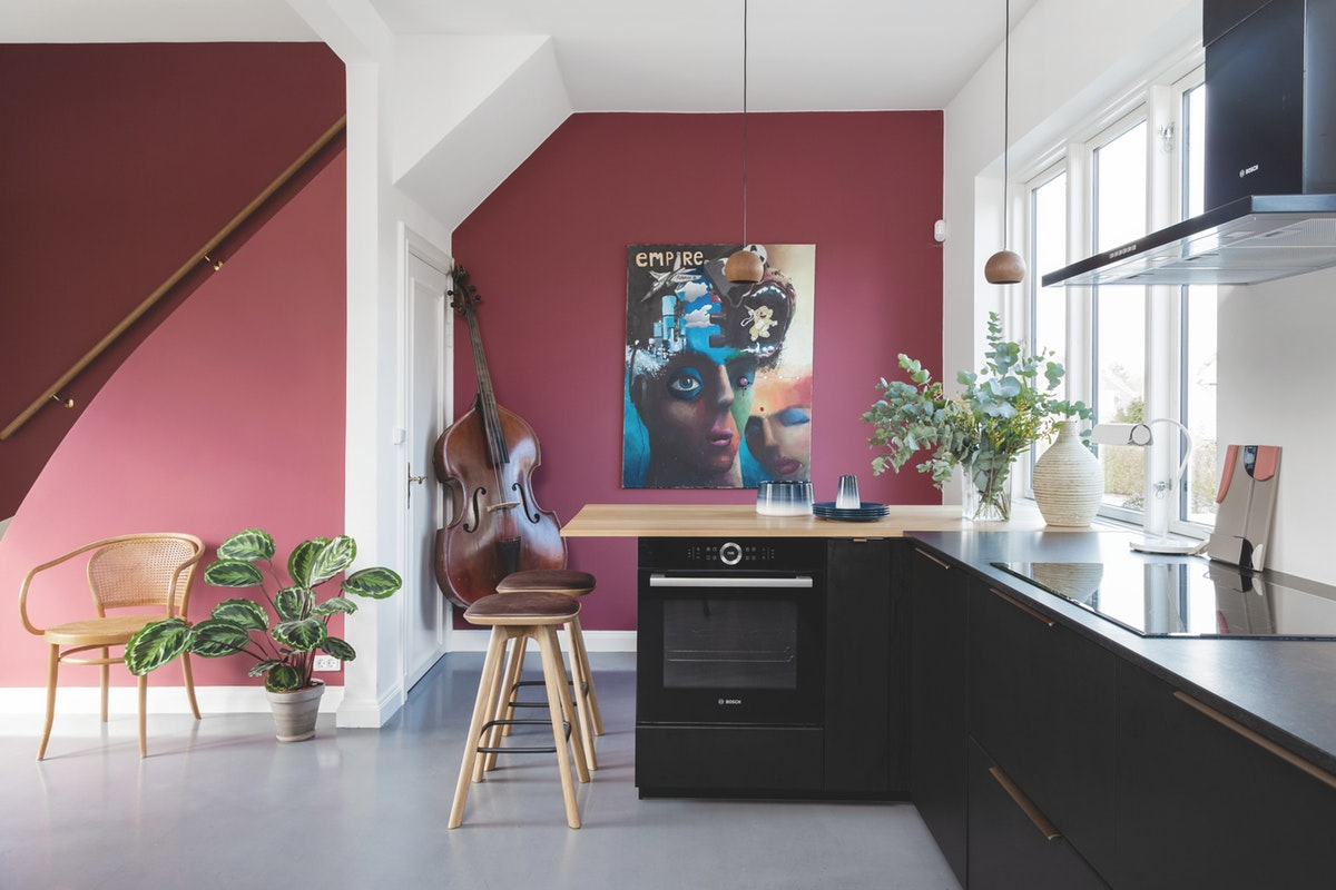 Colorful Scandinavian apartment with burgundy pop of color 04