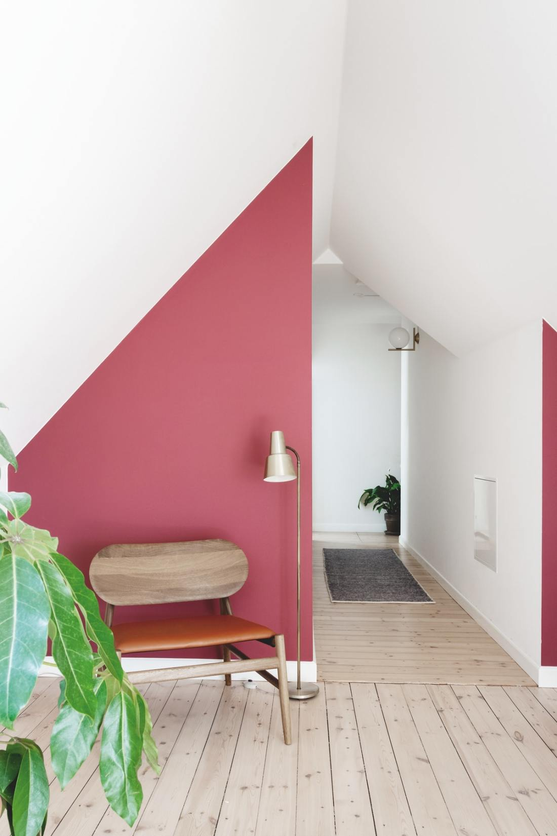 Colorful Scandinavian apartment with burgundy pop of color 09
