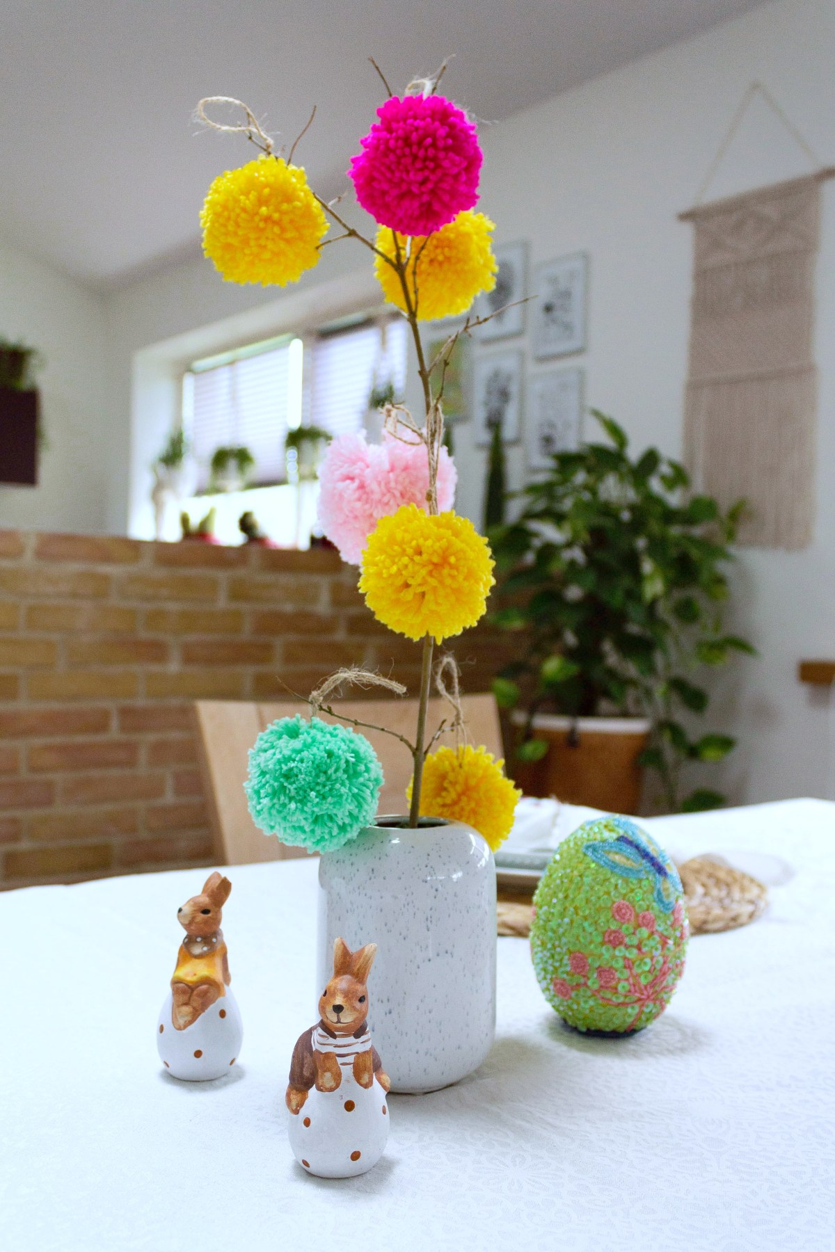 Easter table decoration with pompoms 09