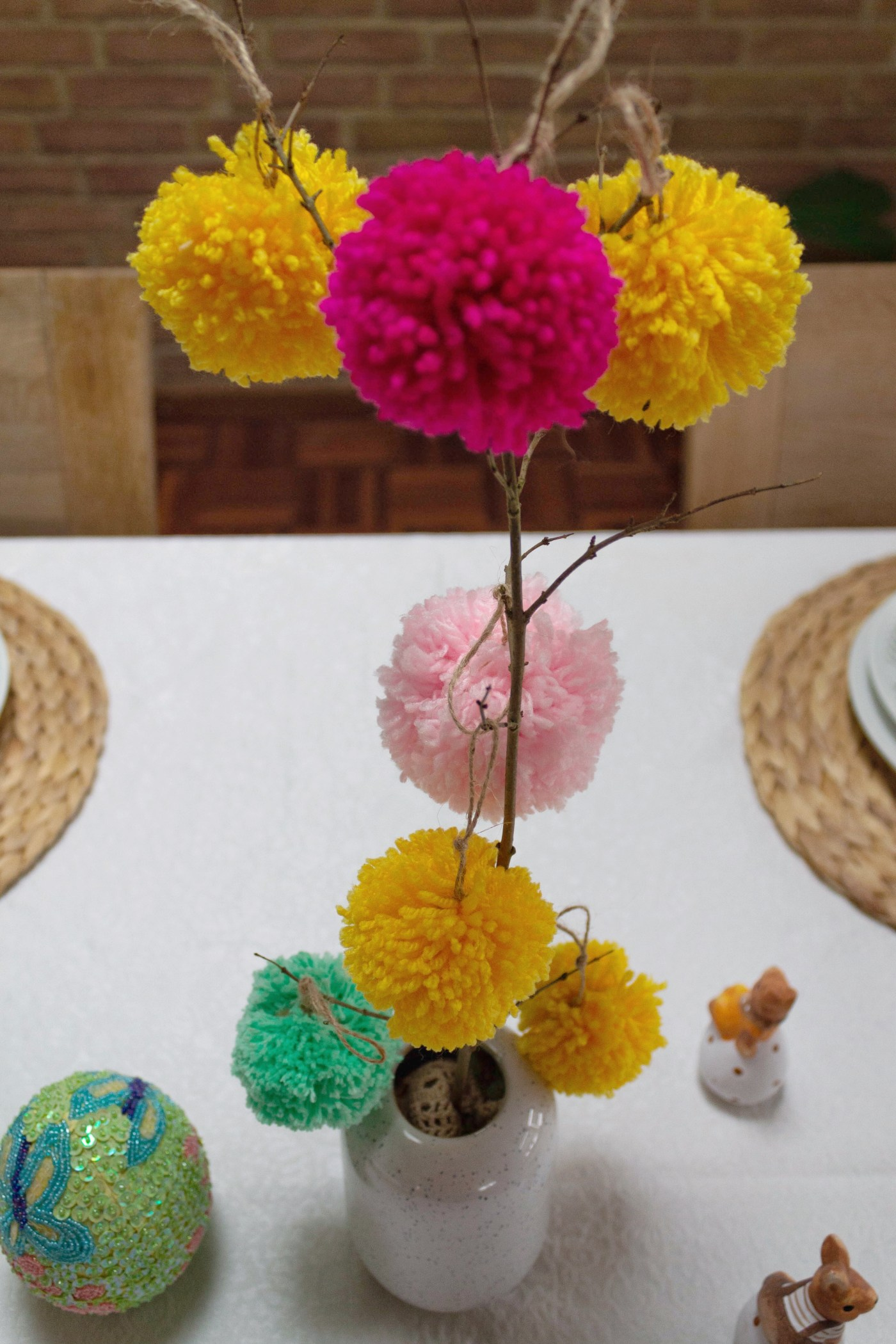 Easter table decoration with pompoms 12