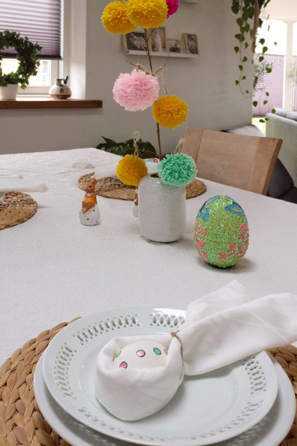 Easter table decoration with pompoms 13