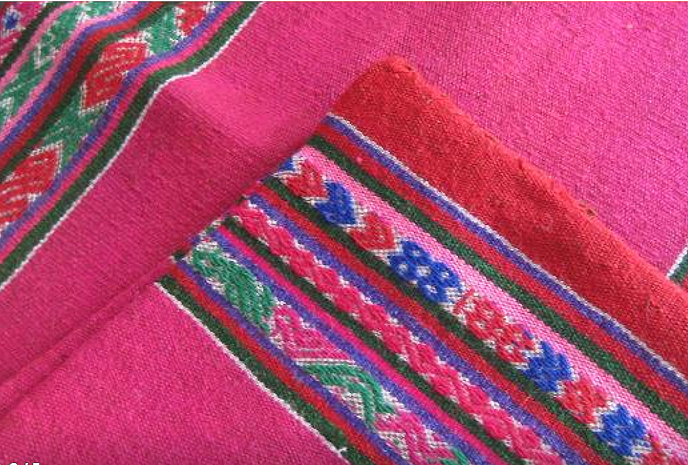 El aguayo, a textile piece from the Andes with a lot of color and tradition 11