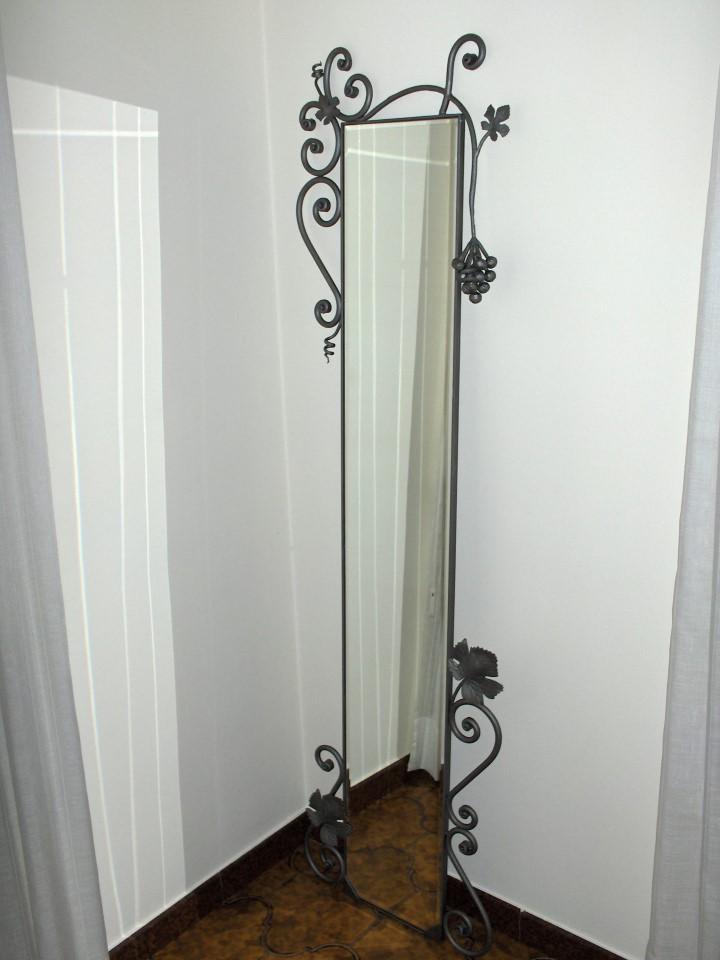 Specchi in ferro battuto  La casa del ferro battuto