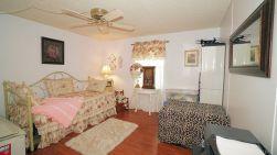 640 guest room