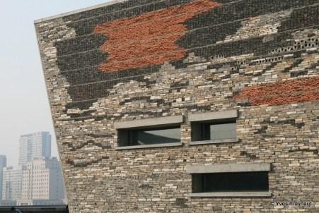 Briques et tuiles issues du réemploi pour le musée de Ningbo