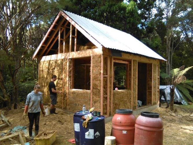small-straw-bale-house-25.jpg?fit=667%2C500&ssl=1