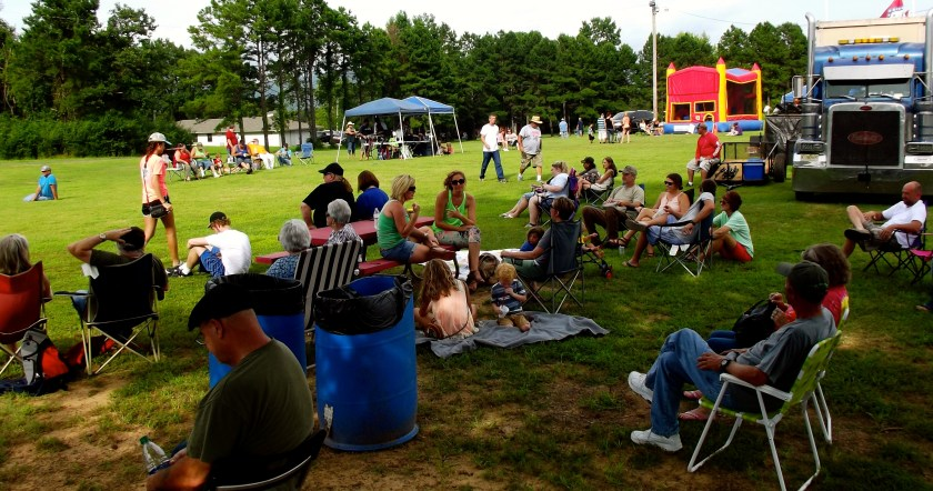 Crowd enjoys the shade while listening to bands play at Cecil Riley Memorial Park. Photo by Lacey Keenan ©2016