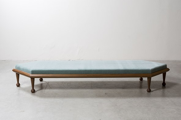 NILUFAR DEPOT - Hexalong Bench by Martino Gamper - Selected by La Chaise Bleue (lachaisebleue.com)
