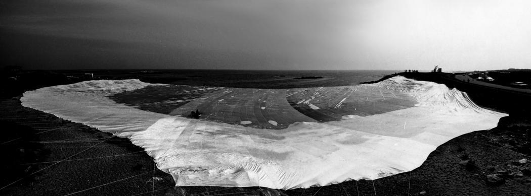 Christo and Jeanne-Claude  Ocean Front, Newport, Rhode Island, 1974  Photo: Gianfranco Gorgoni  © 1974 Christo
