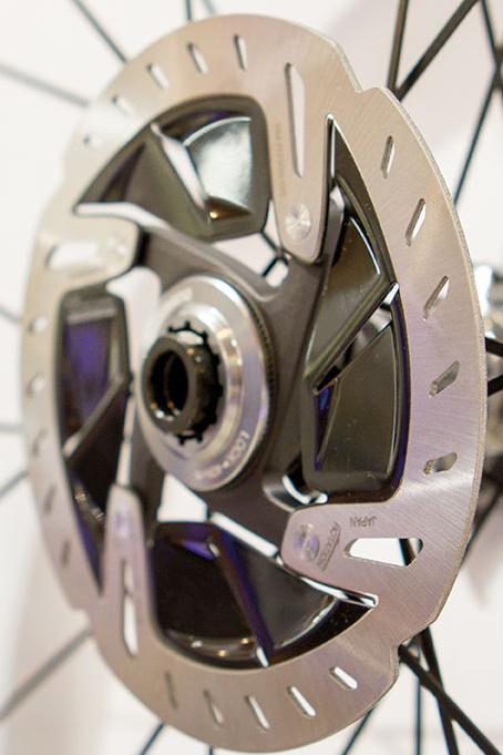 Shimano Dura Ace moyeux roues carbon disc