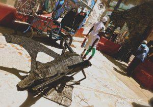 scultura in metallo nel callegon da hamel a L'Avana