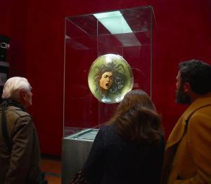 medusa di caravaggio agli Uffizi di Firenze