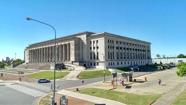 El gobierno empuja a Las universidades públicas a cerrar por falta de fondos
