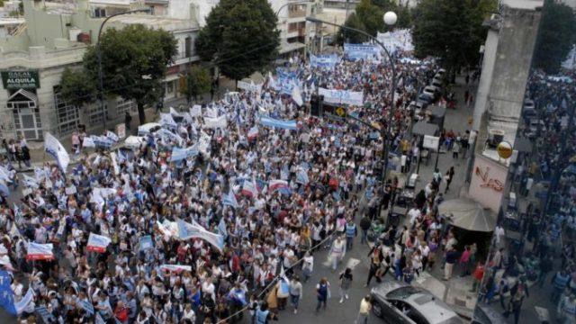 """Los docentes hacen historia: """"fue la marcha más importante de que se tenga memoria"""" 4"""