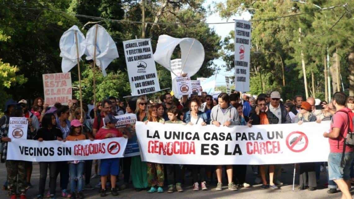 Crece el repudio entre los Marplatenses por la prisión domiciliaria de Etchecolatz