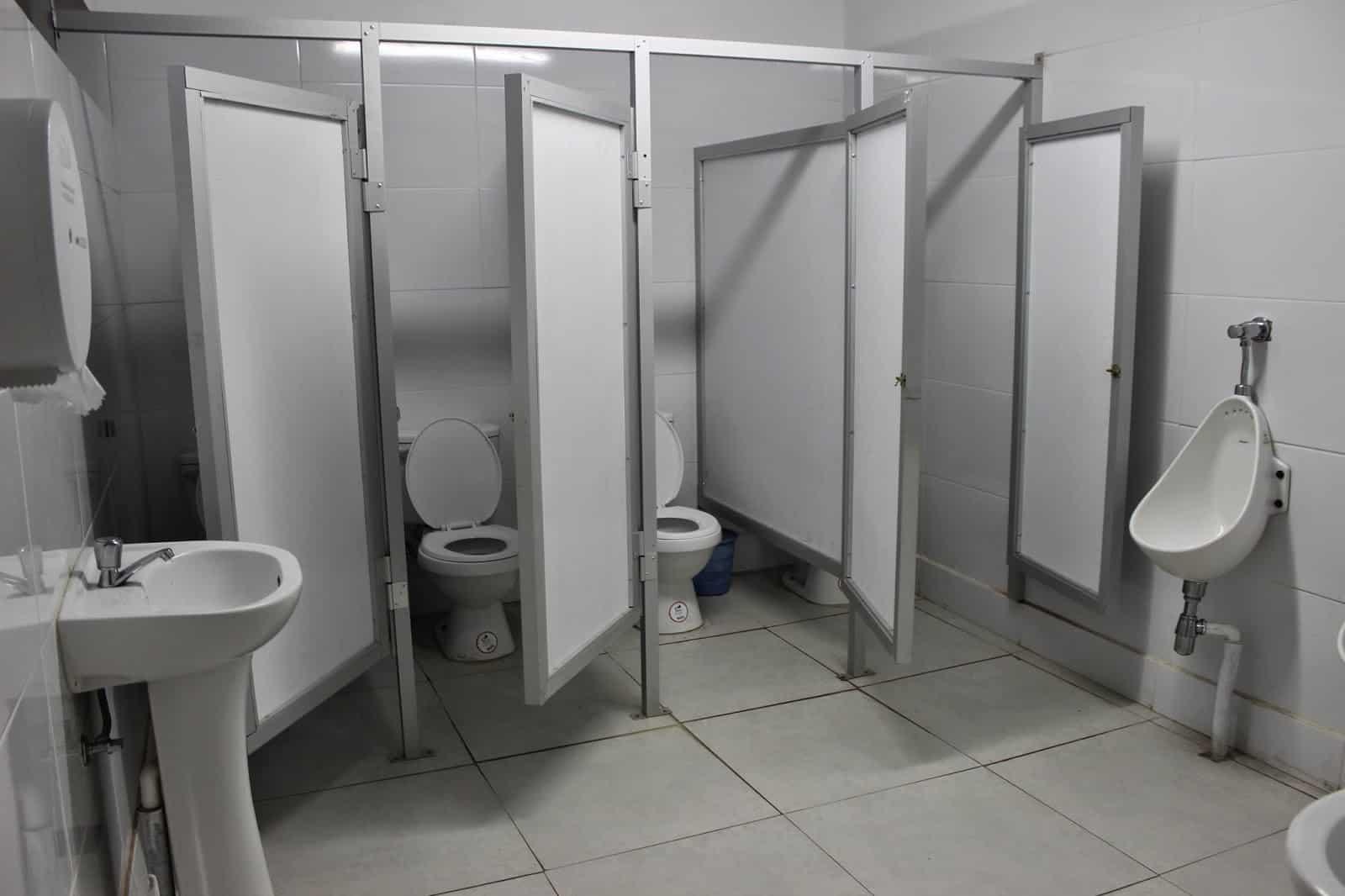 Se habilitó el primer baño unisex en una escuela secundaria del Conurbano