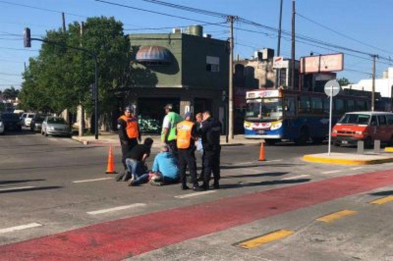Accidente en el metrobus de Morón: Un colectivo atropelló a una moto 2