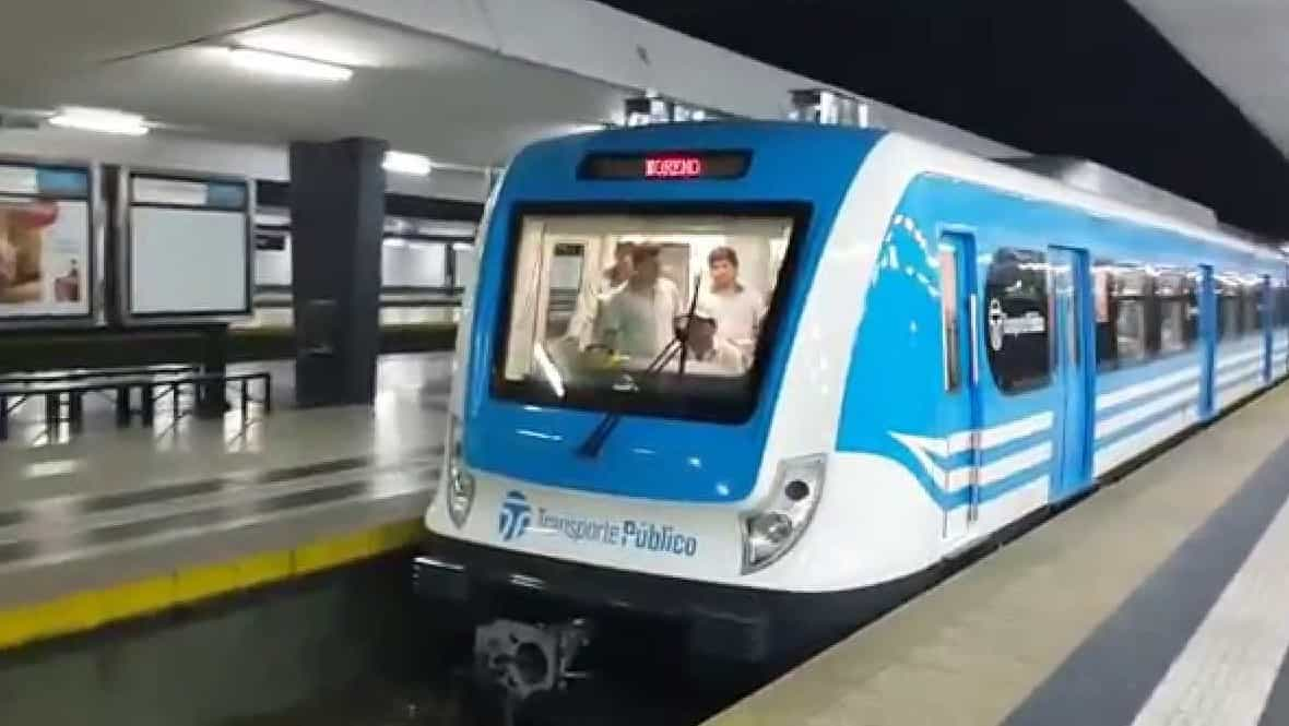 Por un corte de vías en Flores, el Sarmiento no llega a Once