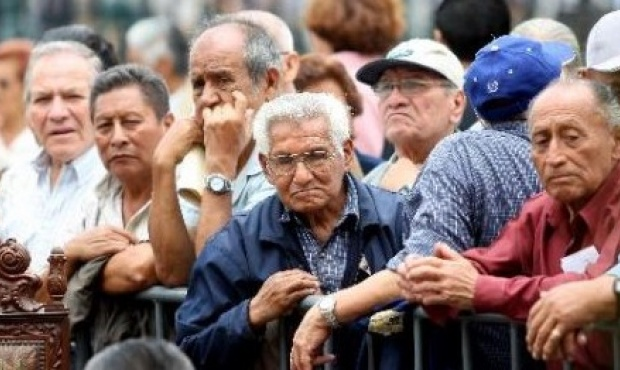 El gobierno se prepara para anunciar un bono a los jubilados para fin de año