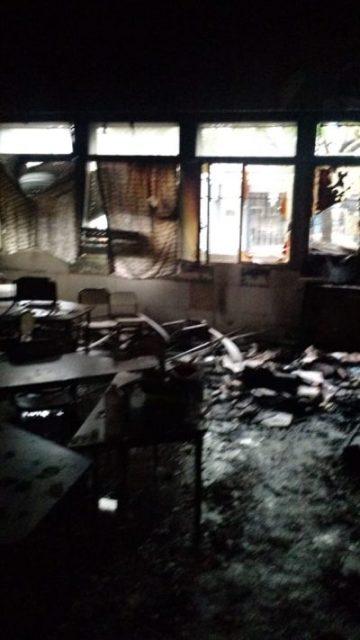 Incendio en el edificio de la escuela N° 1 y secundaria N°13 en pleno centro de Ituzaingó 12