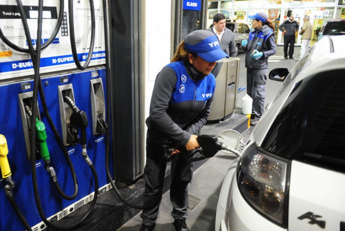 Aumentan otra vez las naftas un 5 %