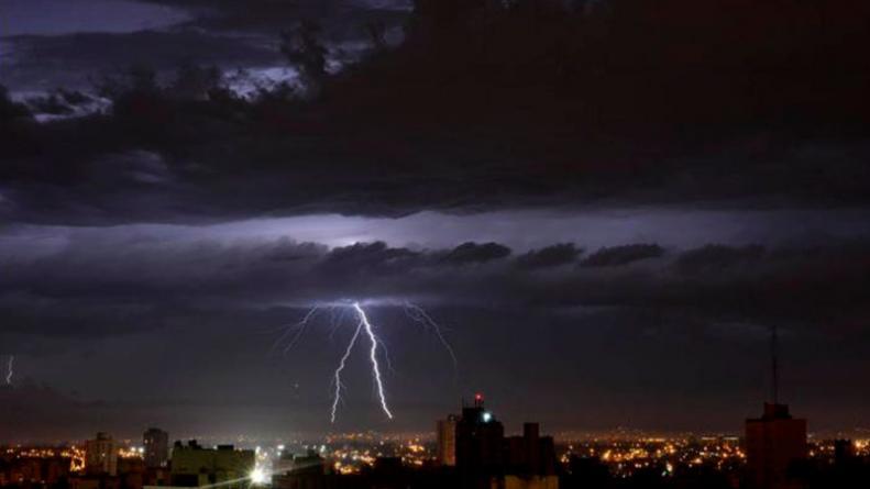 Ituzaingó: Alerta por tormentas severas con fuertes vientos para esta noche