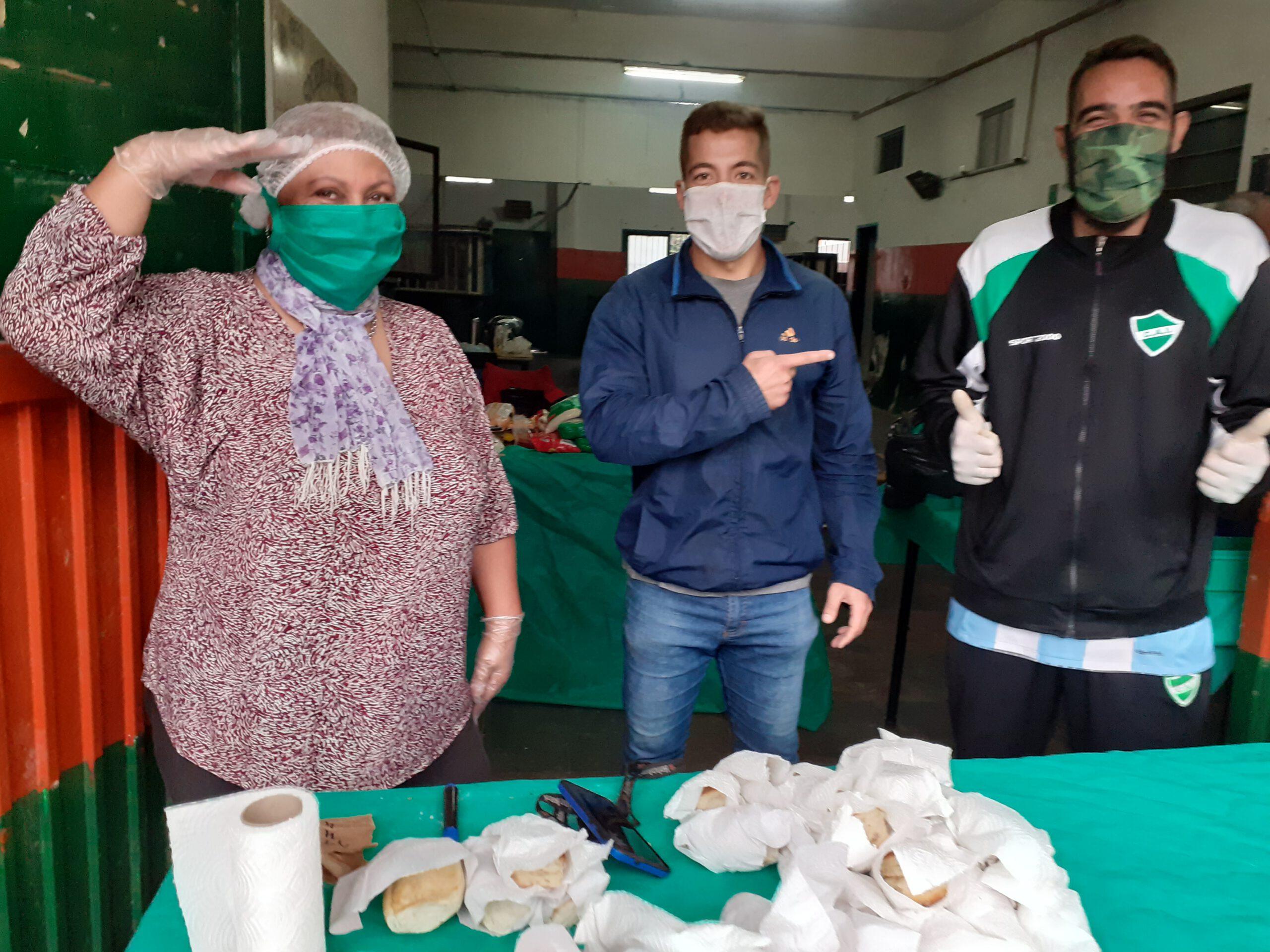 Olla solidaria en la Sociedad de Fomento Iparraguirre en Ituzaingó Sur