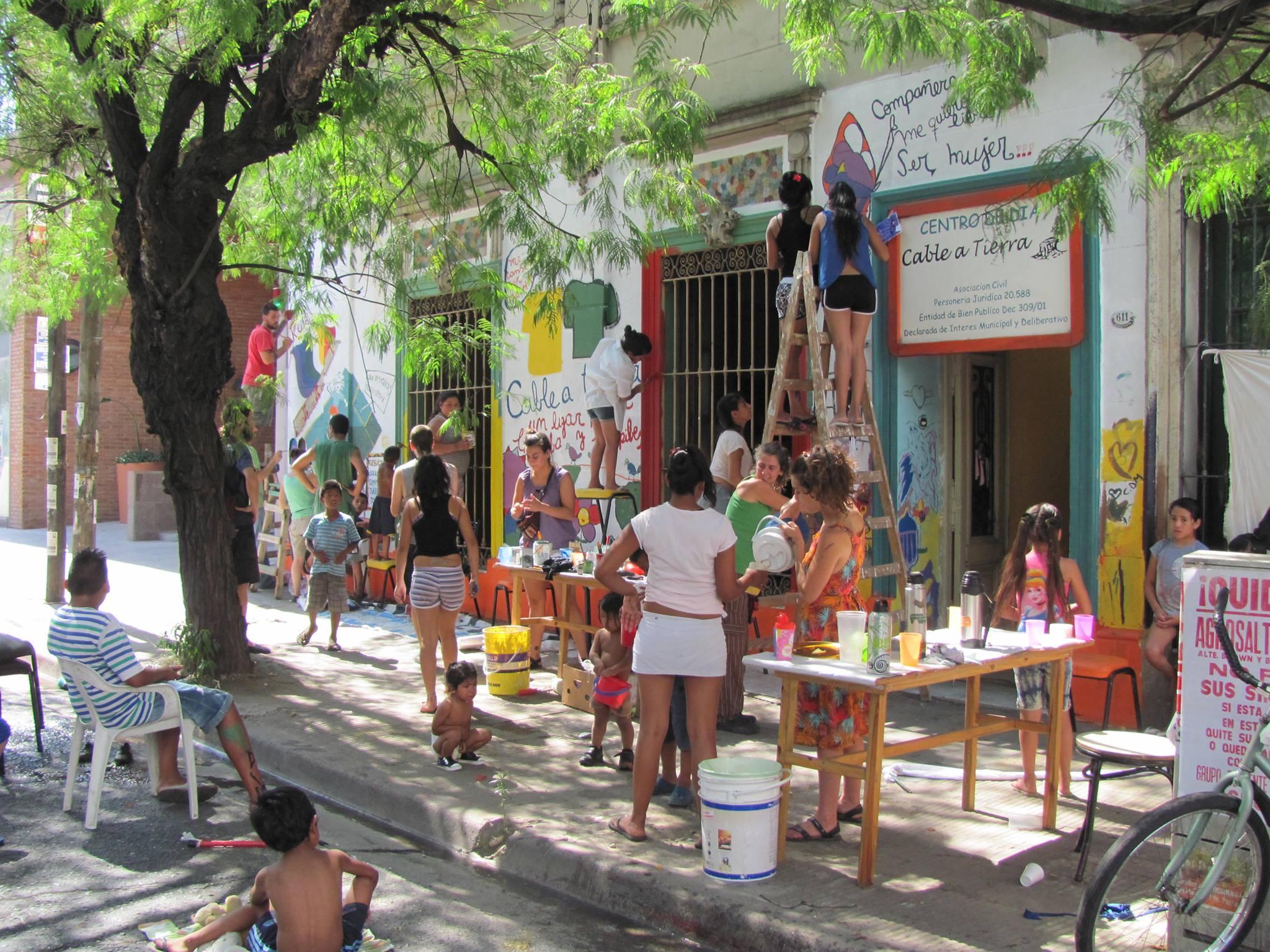 Cable a Tierra: Una ONG que acompaña a las familias del barrio La Candela